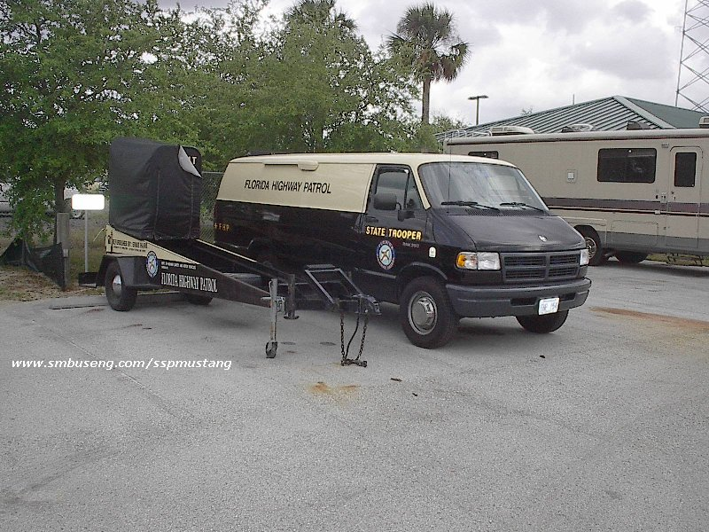 FHP_Van_and_trailer_at_troop_C.jpg (158982 bytes)