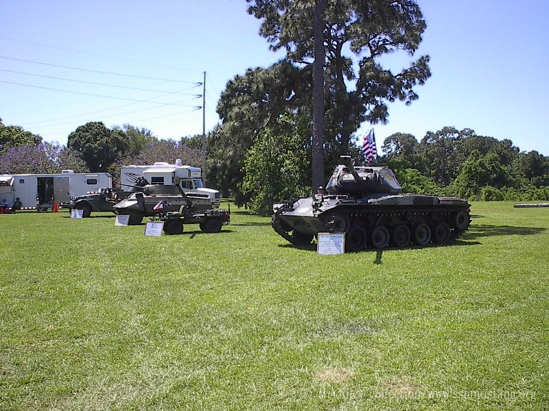 Military_vehicles_at_Make_A_Wish_2003_3.JPG (186563 bytes)